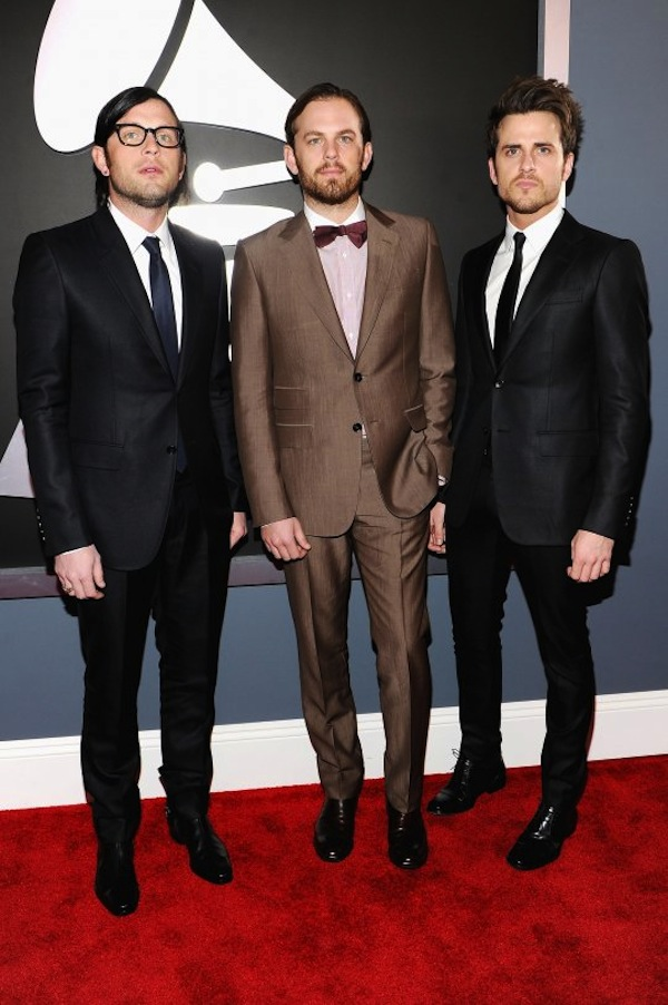 Mega styling at the Grammy's. Diggin' the bronze suit.