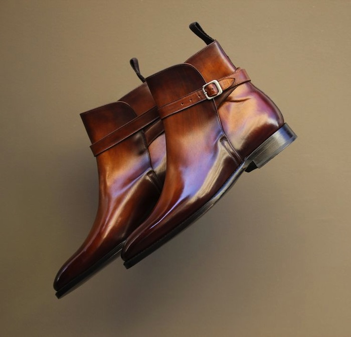 brown glossy boots