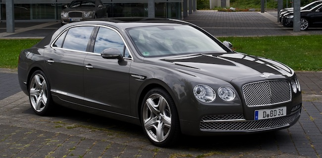 Bentley_Flying_Spur_–_Frontansicht_(2),_12._August_2013,_Düsseldorf