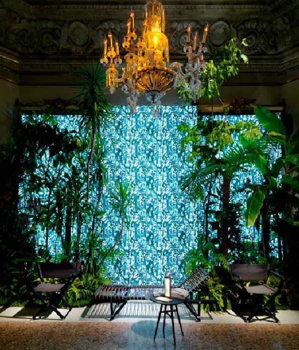 Entrance featuring Jardin d'osier imprimé silk fabric designed by Pierre Marie for Hermès Picture: François Lacour