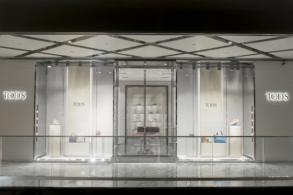 Tods_New_store_AU6-entrance